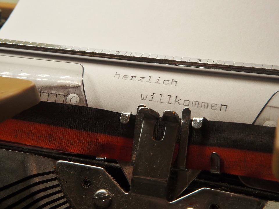 SM_typewriter-2703457_960_720