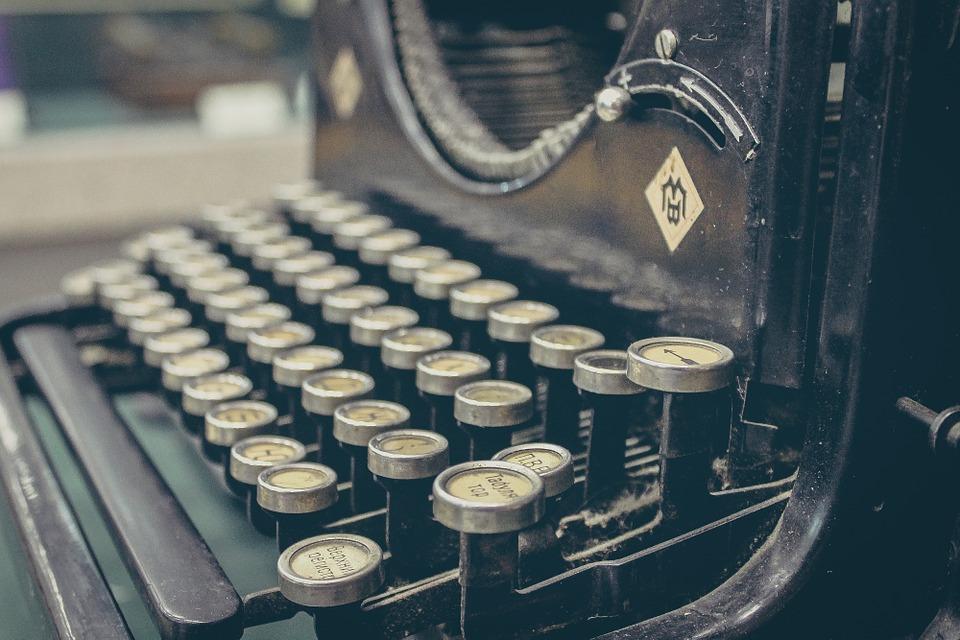 SM_typewriter-407695_960_720
